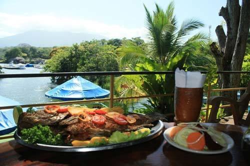 Restaurante almuerzo pescado especial incluido en el tour